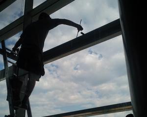 Cistenie okennej konstrukcie